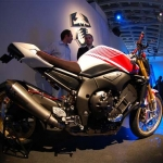 big_yamaha_fz1_abarth_2008_02